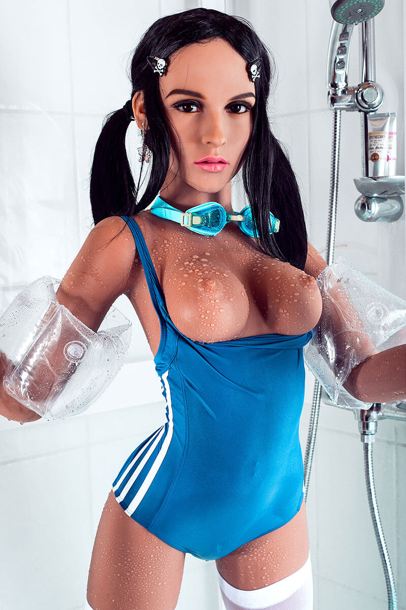 Alessandra (22 years)