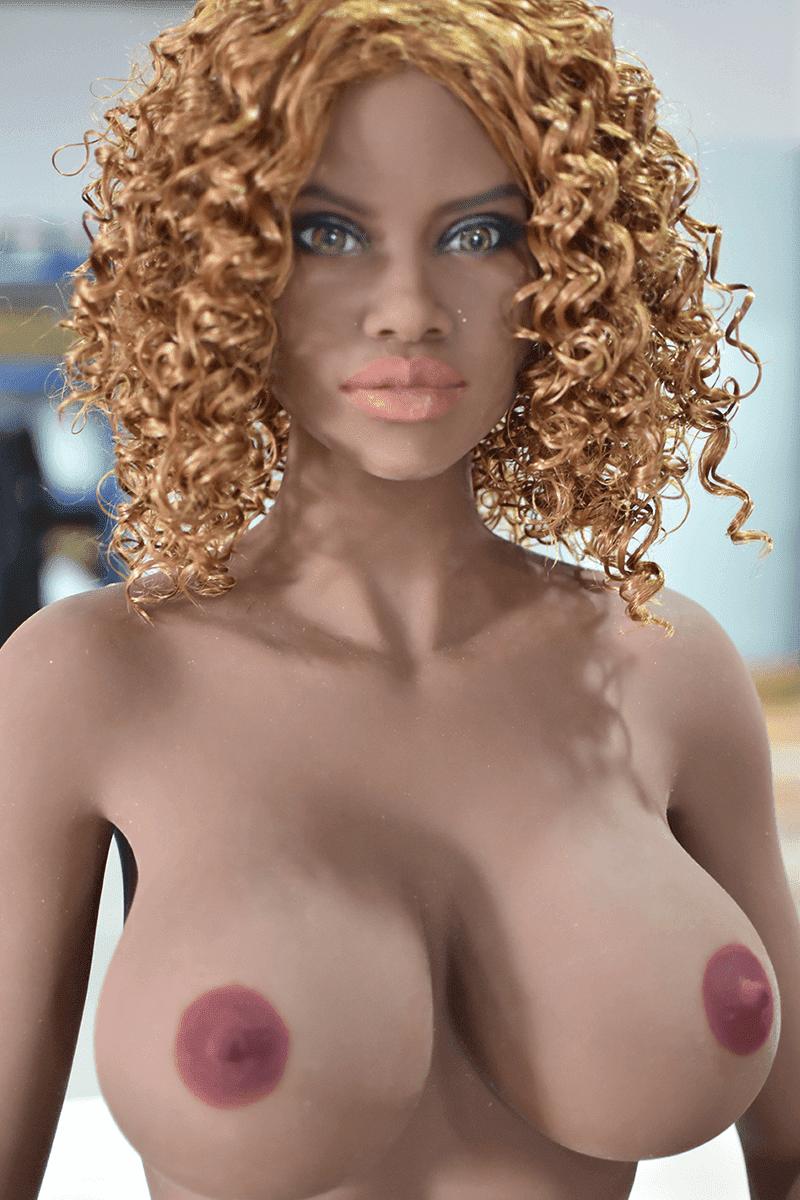 Amanza (37 years)