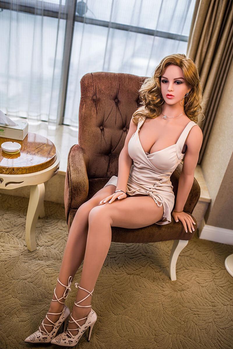 Gabriella (32 years)