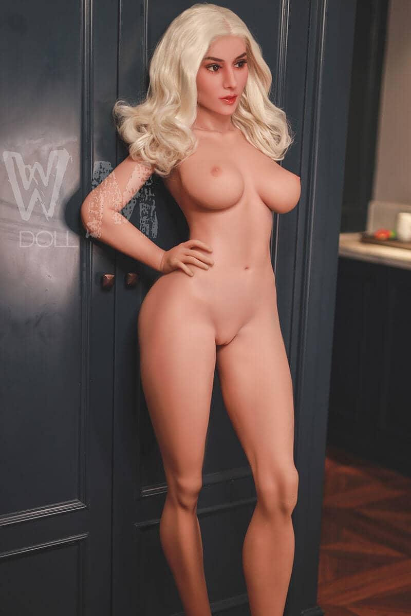 Emmalyn (34 years)