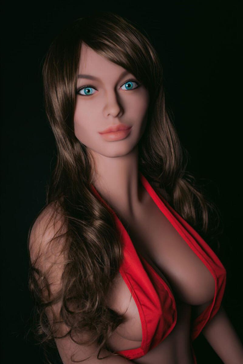 Julissa (32 years)