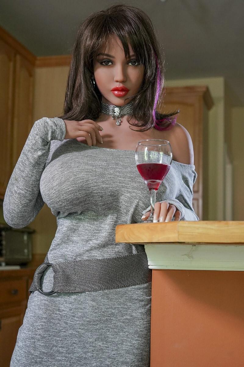 Eva (34 years)
