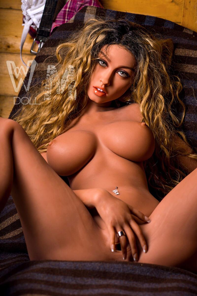 Alanna (24 years)