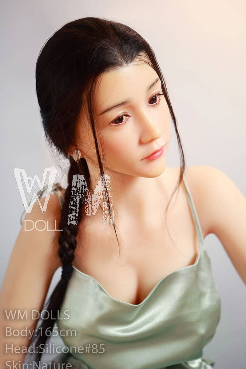 Shiori (23 years)
